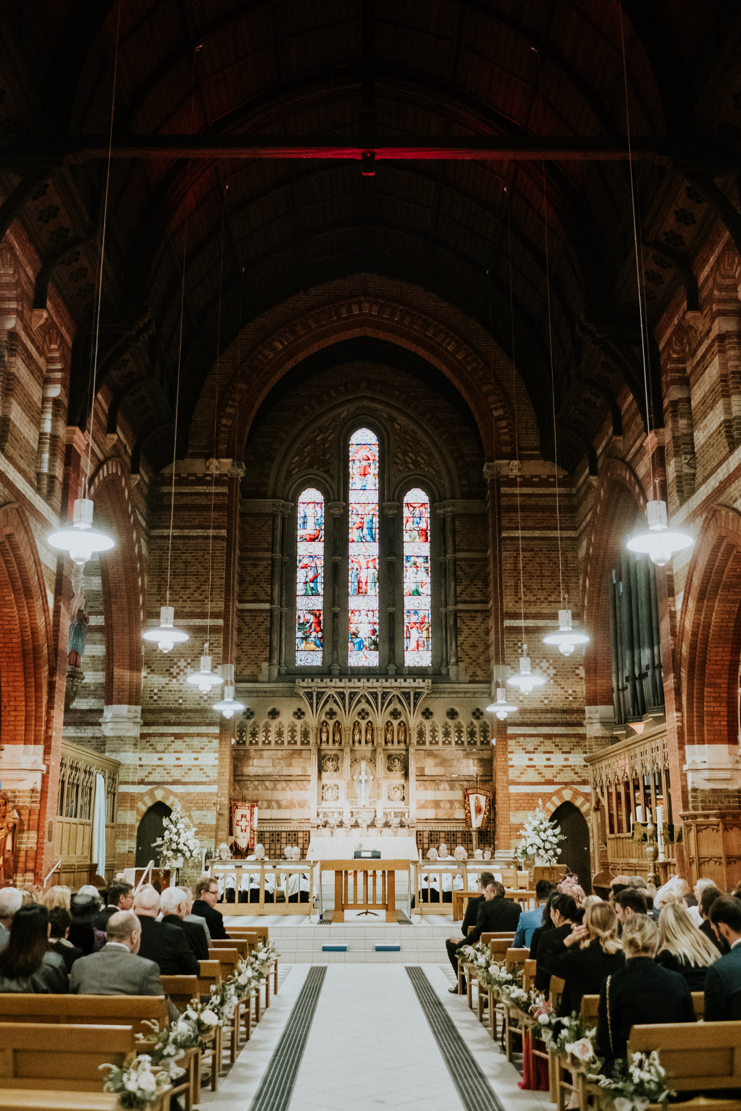 Lottie_Teddington_wedding_church_flowers.jpg