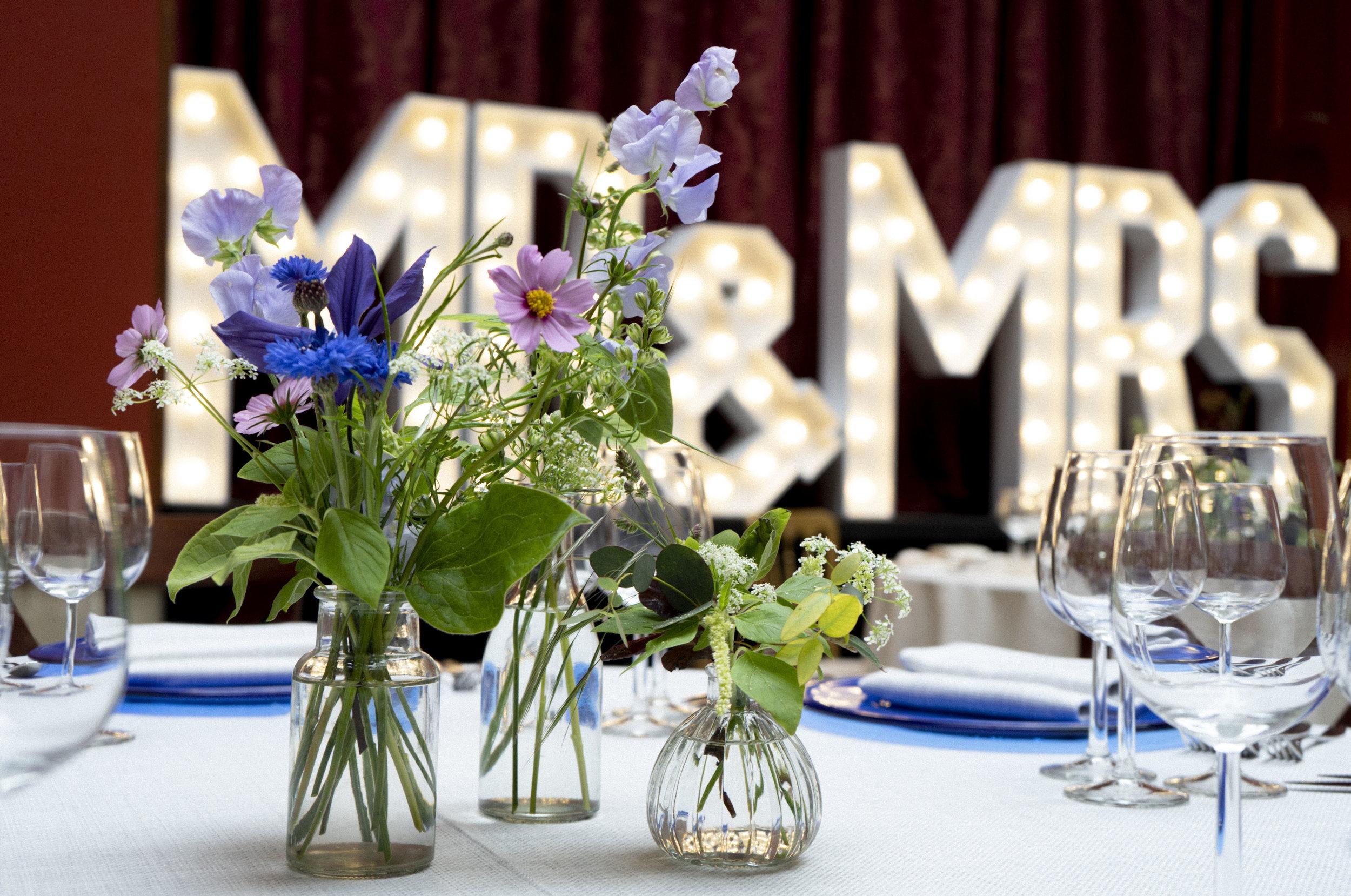 Hampton_Court_House_table_flower_ideas.jpg