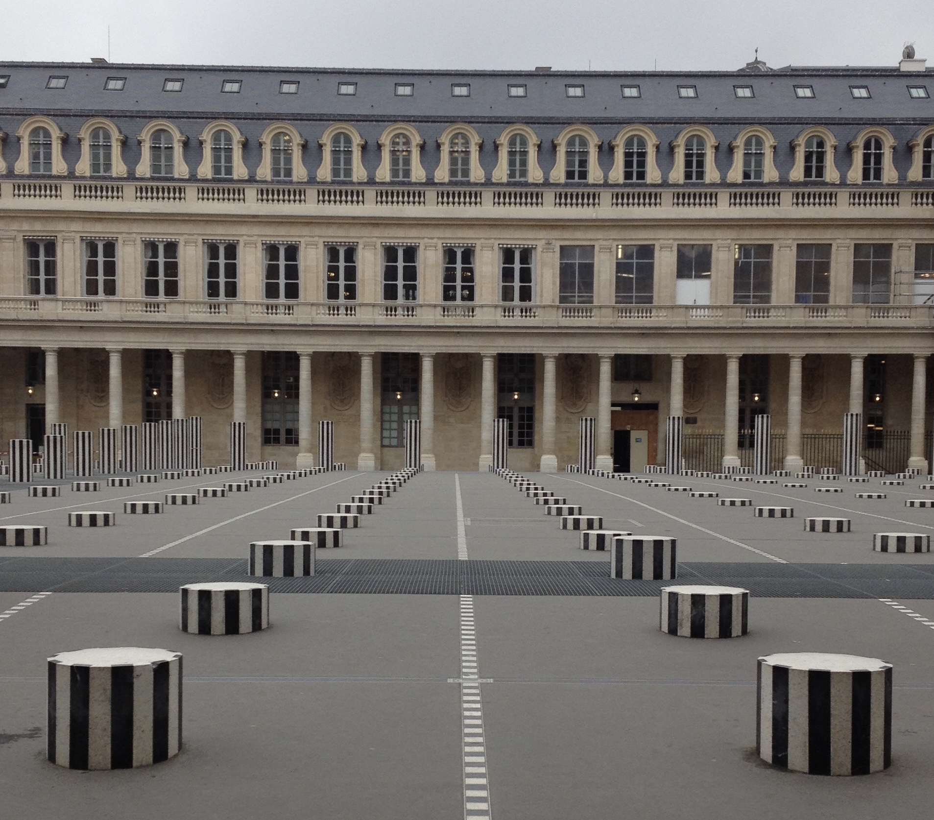 JARDIN DU PALAIS ROYAL ARCHITECTURE, PARIS