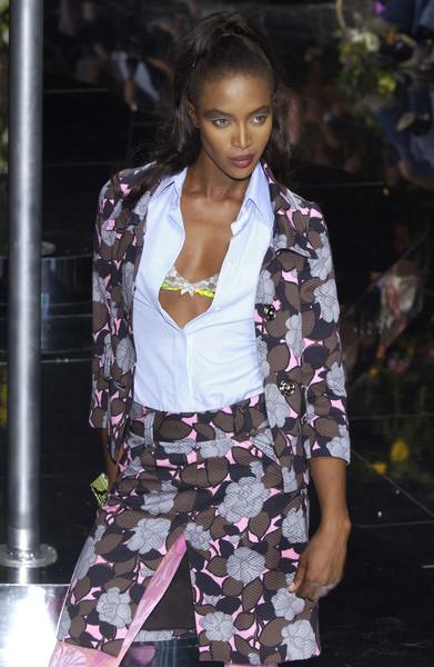 Dolce+Gabbana+Spring+2004+-dBwTPkEO5il.jpg