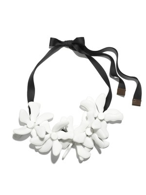 marni-for-h-and-m-flower-necklace-profile.jpg