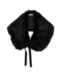 Photo Via Lyst:https://www.lyst.co.uk/accessories/jigsaw-faux-fur-tippet-black/