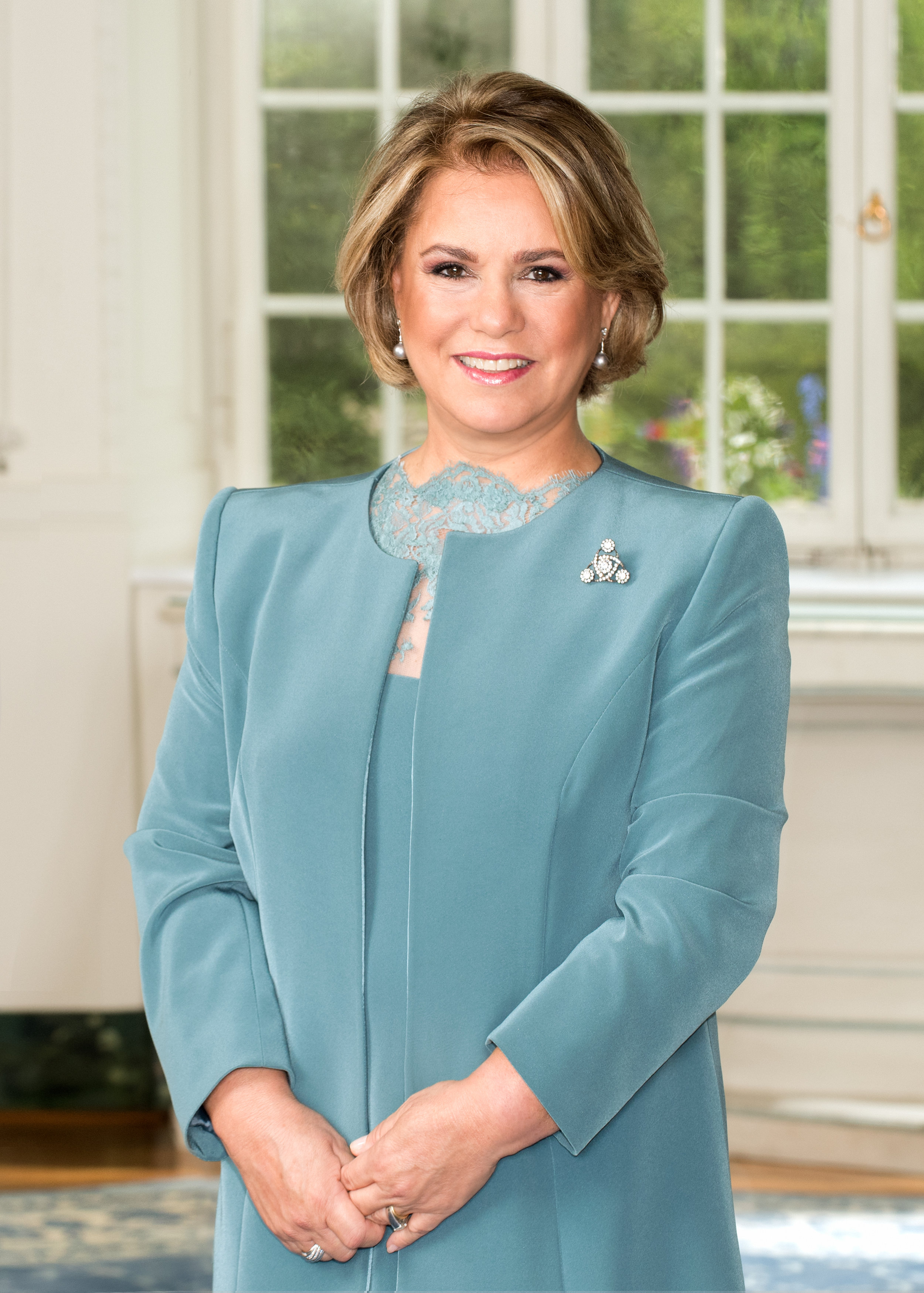 Grand Duchess Maria Teresa - Maria Teresa Mestre y Batista was born in Havana, Cuba, on March 22, 1956. She left Cuba with her family at the onset of the Cuban Revolution and moved to New York City. They would move again to Spain and before finally settling in Spain. She met Grand Duke Henri of Luxembourg while attending the Graduate Institute of International Studies at the University of Geneva. They announced their engagement on November 8, 1980, and later married on Valentine's Day 1981.They now have five children: Hereditary Grand Duke Guillaume, Prince Félix, Prince Louis, Princess Alexandra and Prince Sébastien. They also have four grandchildren: Prince Noah and Prince Gabriel (children of Prince Louis and Princess Tessy) and Princess Amalia and Prince Liam (children of Prince Félix and Princess Claire). (Photo: © Cour grand-ducale / Lola Velasco / tous droits réservés)