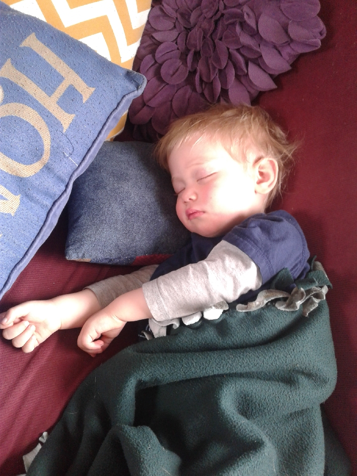 Elias was sleepin' hard when I walked in :) He wanted to go outside with me, but I don't think it'll happen today.