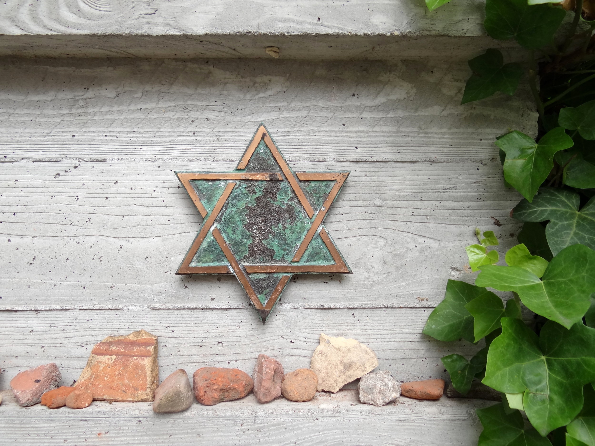 Still_Life_with_Star_of_David_and_Memorial_Stones_-_Jewish_Cemetery_-_Eastern_Berlin_-_Germany.jpg