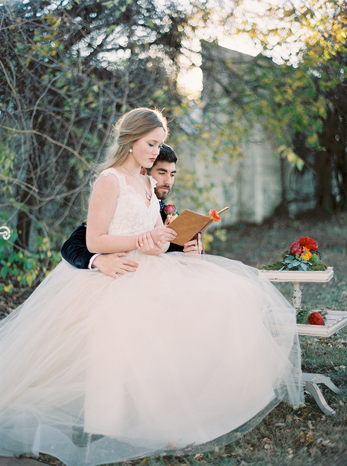 romantic-jewel-tone-wedding-inspiration-Sheradee-Hurst-Photography-Glamour-Grace-04.jpg
