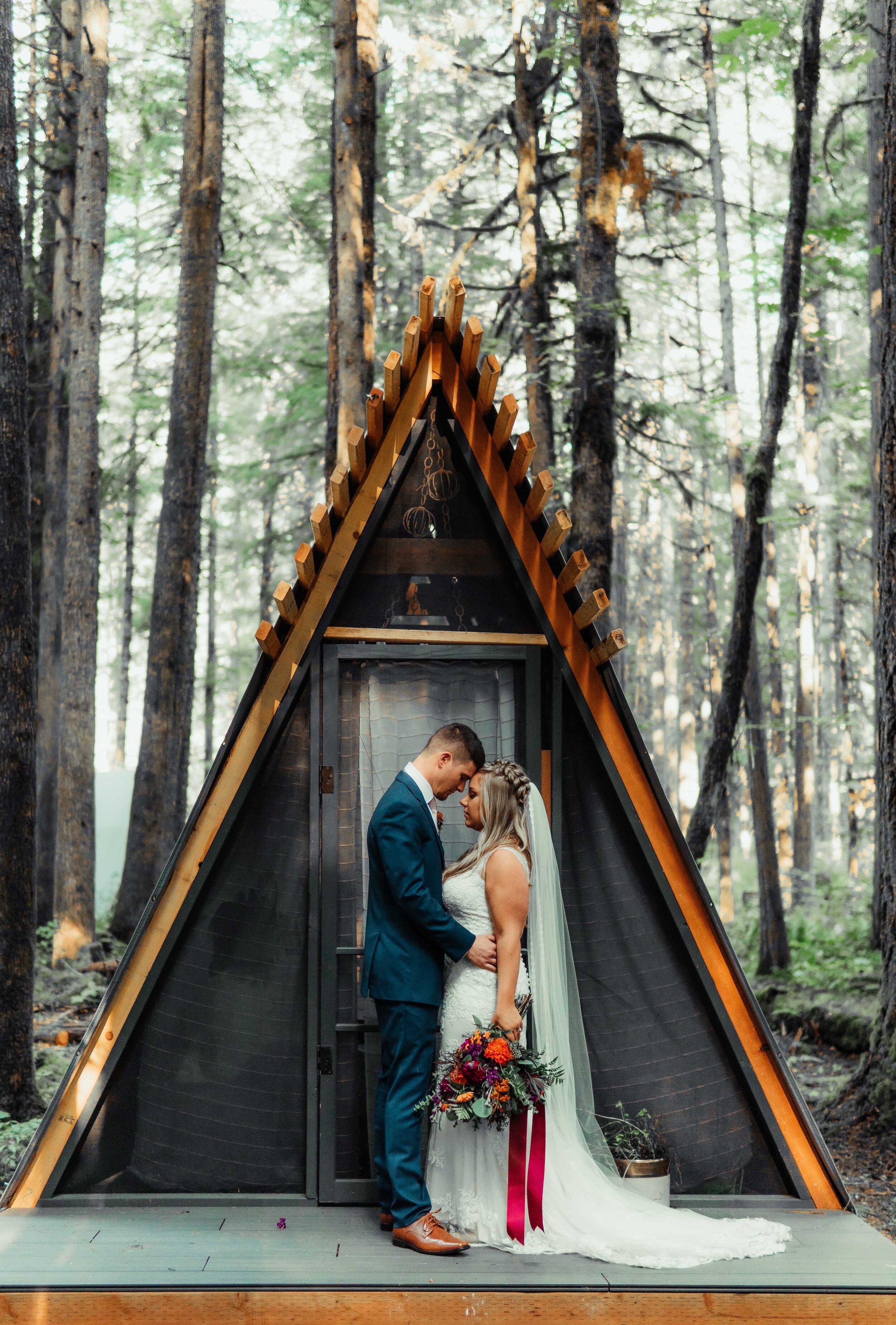 Wedding LITE/$3000 - 8 Hour Wedding DayEngagements OR BridalsA GRIP of Edited Digitals (300+)