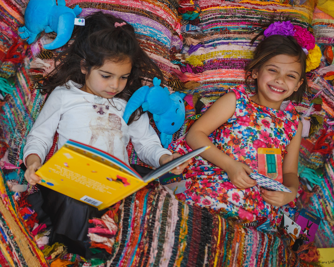 worldwide_buddies_story_box_mexico_reading_book_smiles.jpg