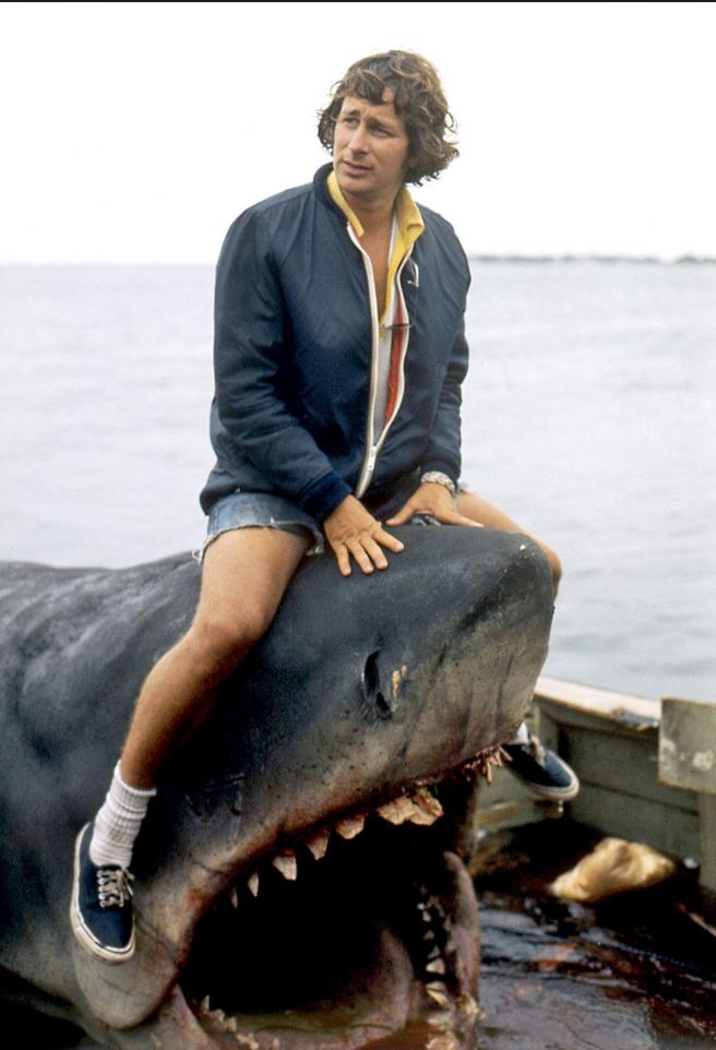 Jaws director Steven Spielberg keeps his star in line (1975)