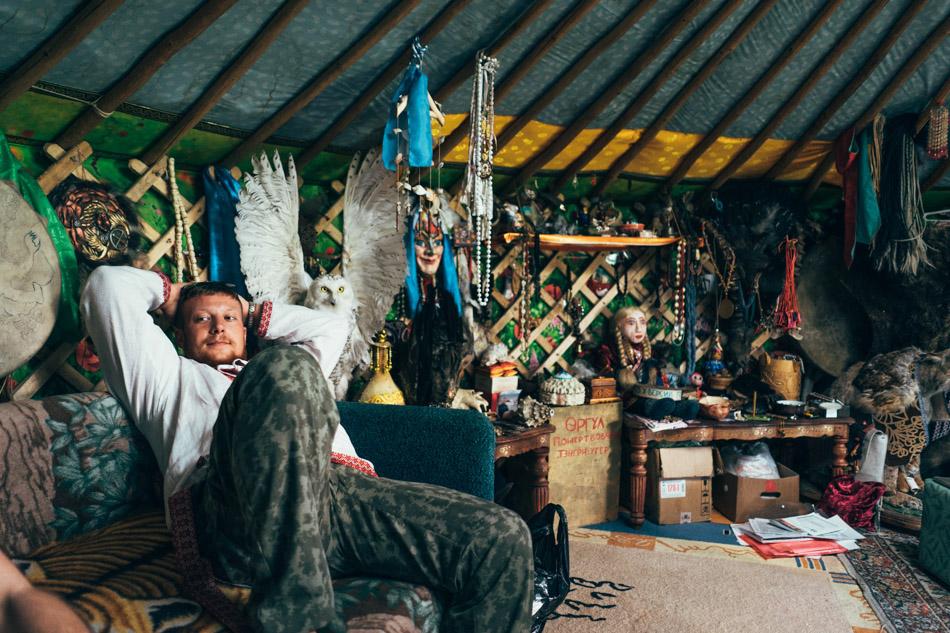 Viktor in yurta