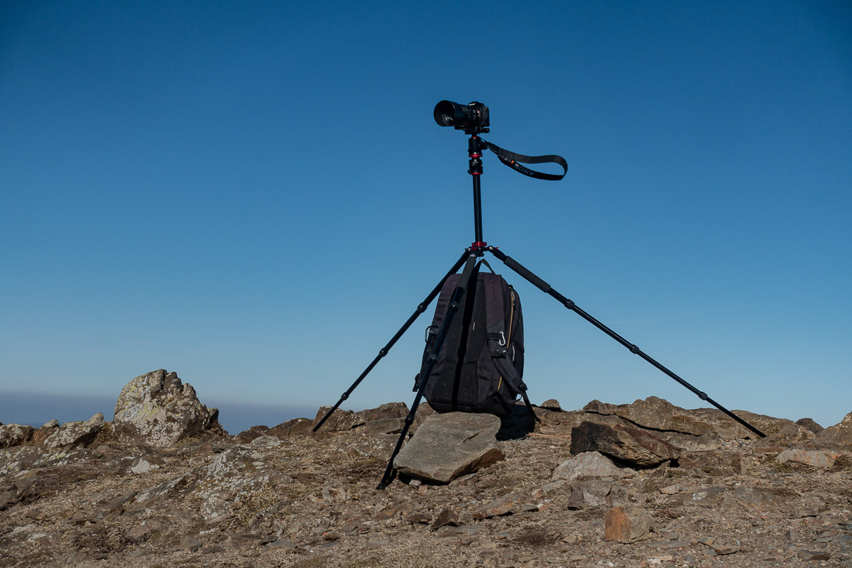 Even by the strong wind with the legs fully extended the X25 performs a stable stand.