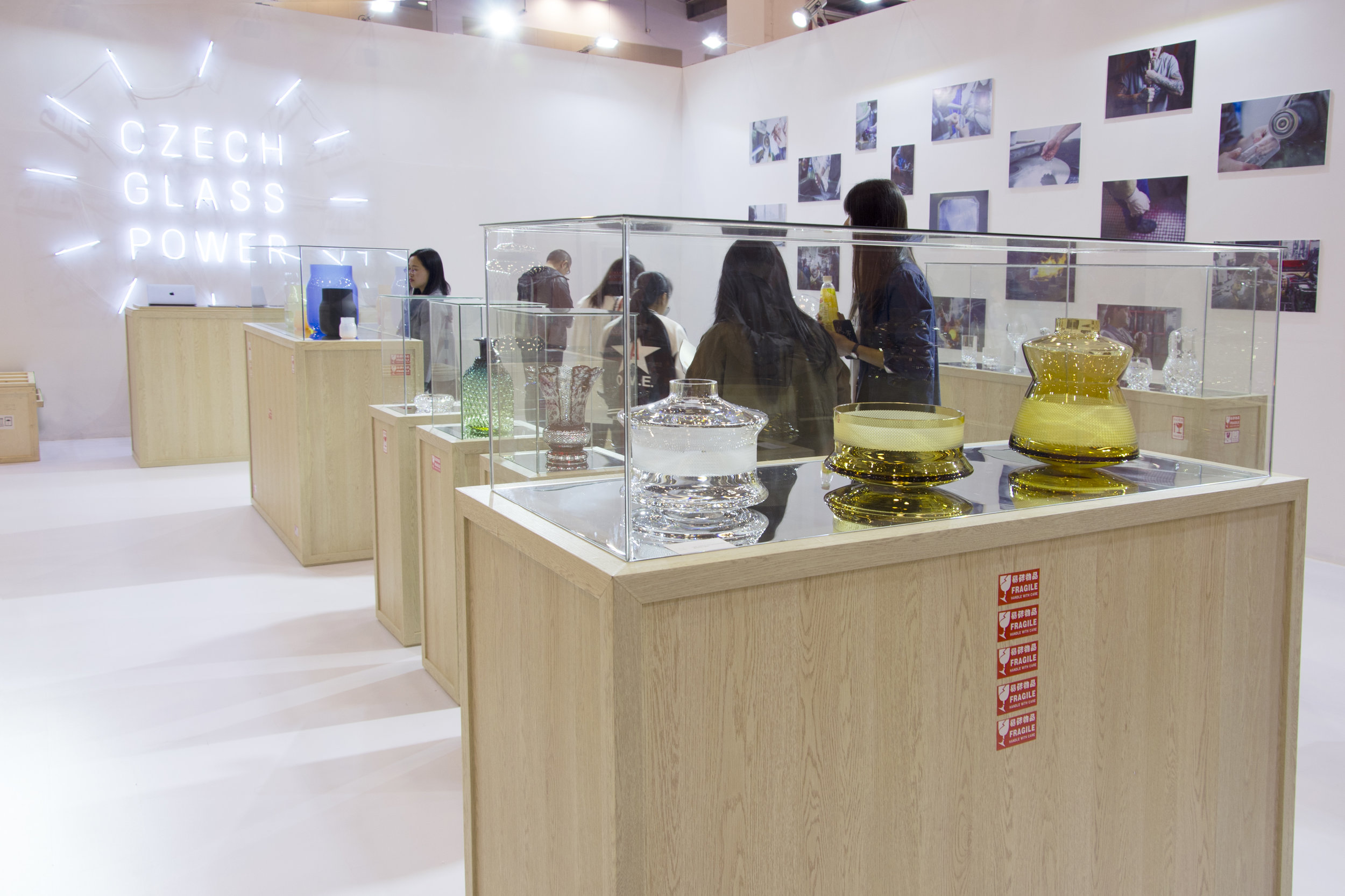 CZECH GLASS POWER - 2018Client: Czech Glass PowerInstallation and curatorial choice of the exhibitionin Suzhou / China.