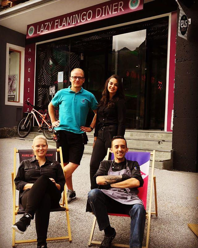Unser Sommerteam ist bereit ... Sophie-Marie, Iva, Radoslaw & Sebastian freuen sich auf Euren Besuch!  #lazyflamingoobertauern #obertauern #loveobertauern #obertauern_com #greatteam