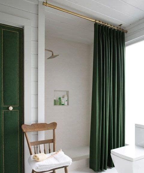 повесьте шторы под потолок  источник