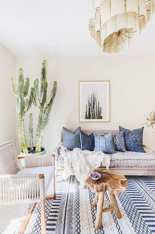 диван с уютными подушками в стиле хюгге  источник