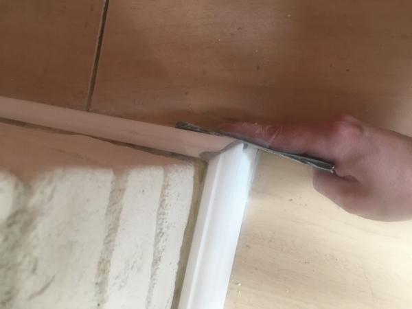 установка плинтуса из дюрополимера. как отрезать угол плинтуса