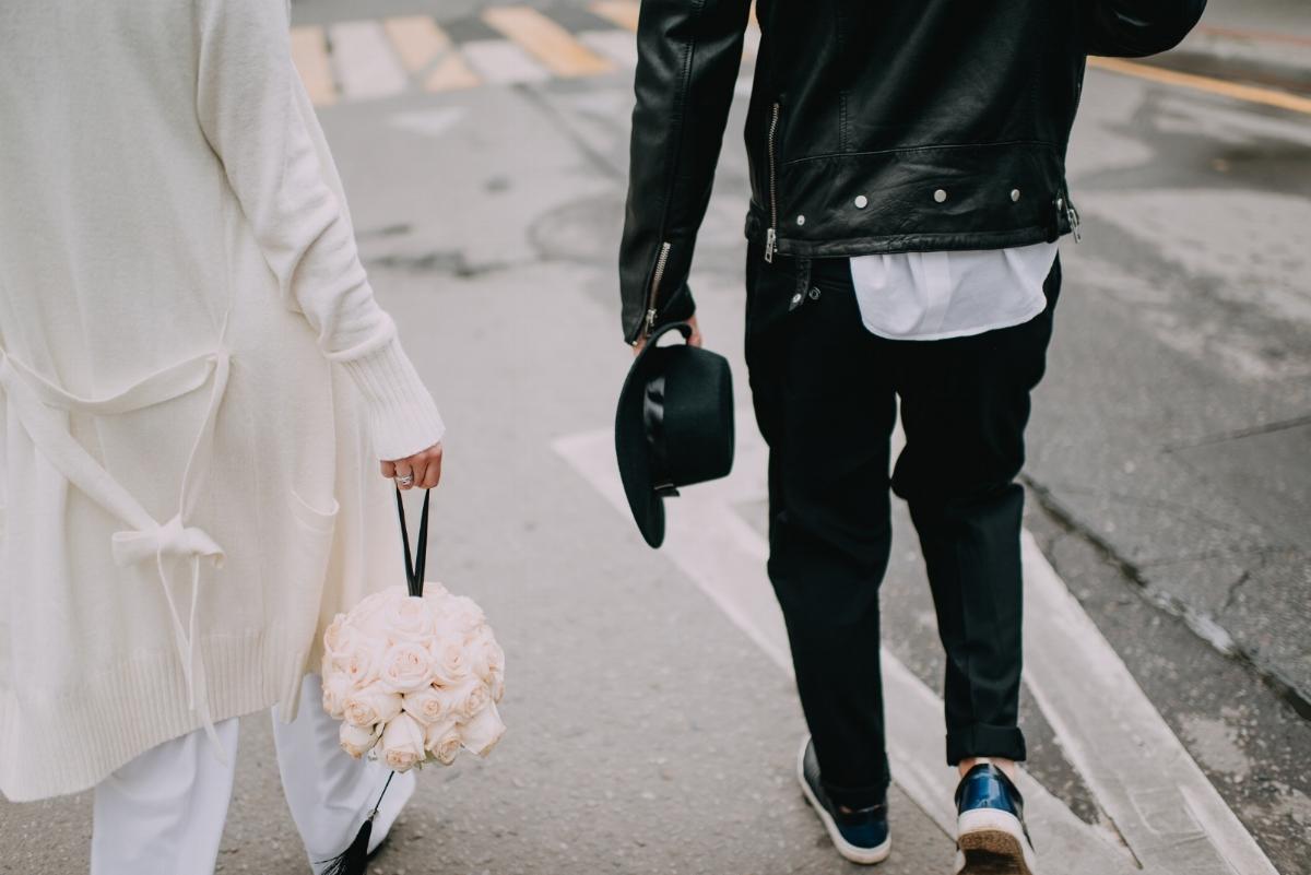оригинальные букеты невесты и свадебные букеты в форме шара сферы из роз
