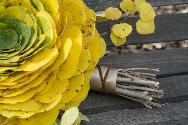 букет-гламелия из листьев осины