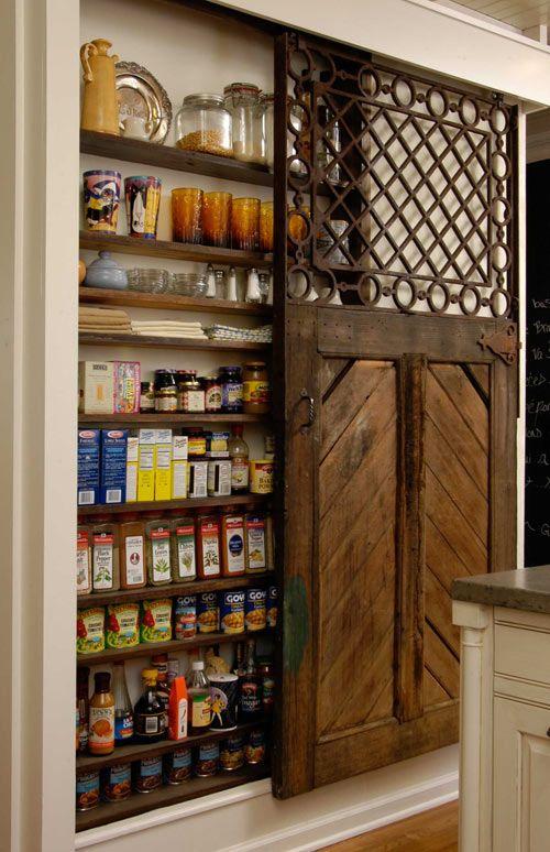 узкий стеллаж для хранения посуды и специй  источник