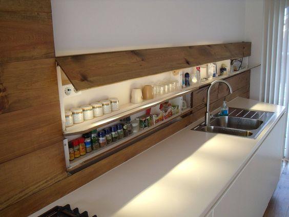 очень узкий шкафчик с подсветкой в кухонном фартуке  источник
