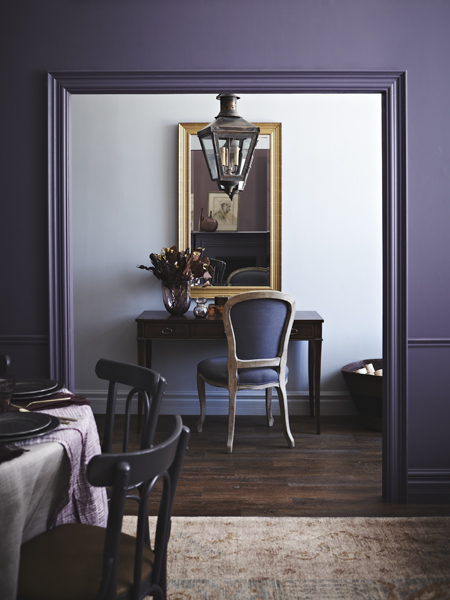 темно-фиолетовый в интерьере  источник