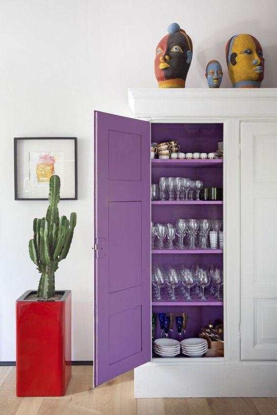 фиолетовый в интерьере  источник