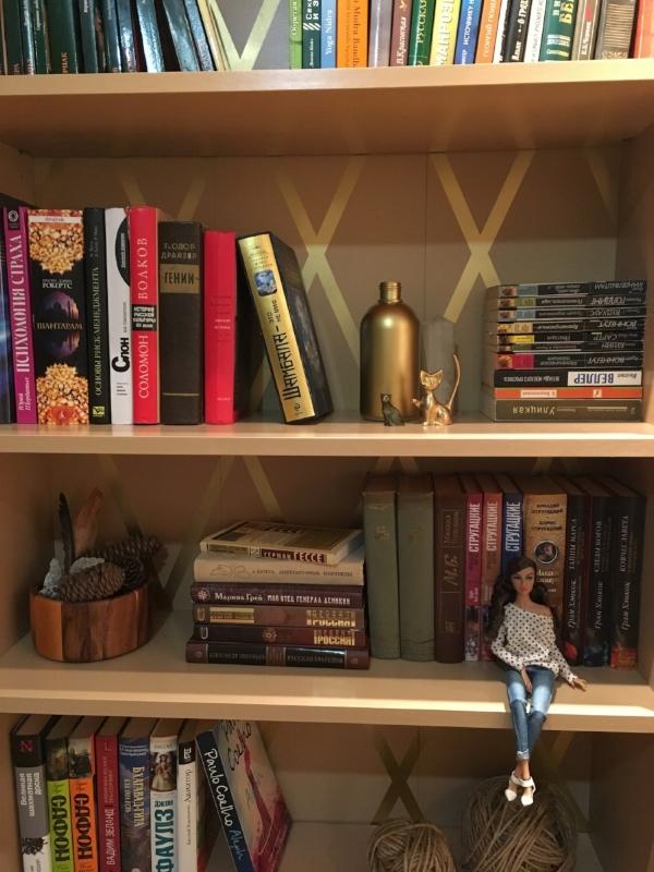Перекрашенный книжный шкаф из икеи