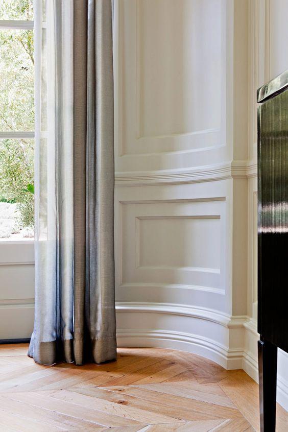 гибкий полиуретановый плинтус  http://williamhefner.com/#/work/interiors/bristol_circle_interiors