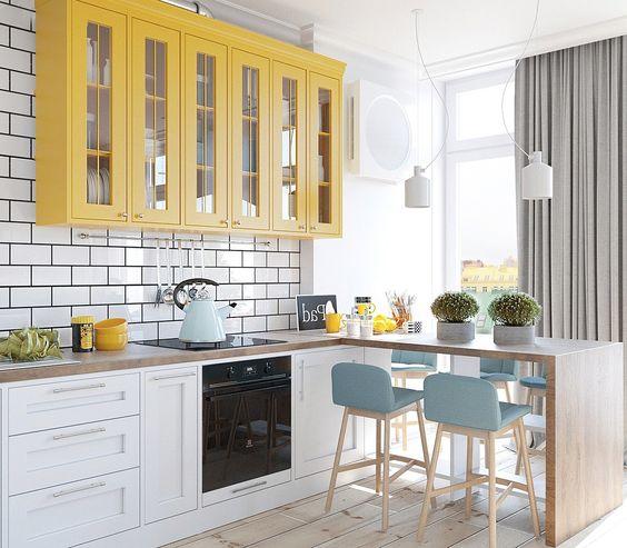 желтый и голубой в оформлении кухни  источник