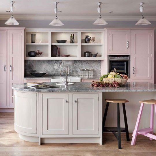 кухня розового цвета  источник