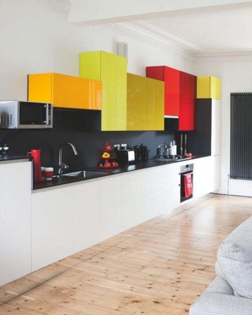 многоцветная кухонная мебель  источник