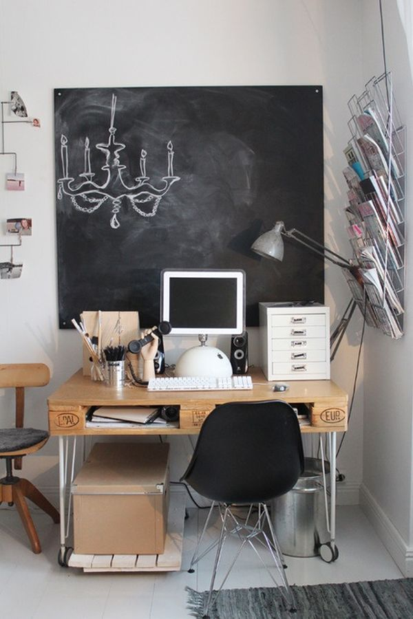 AFTERWORKDIY-beautiful-diy-pallet-desk-with-hairpin-legs-min.jpg