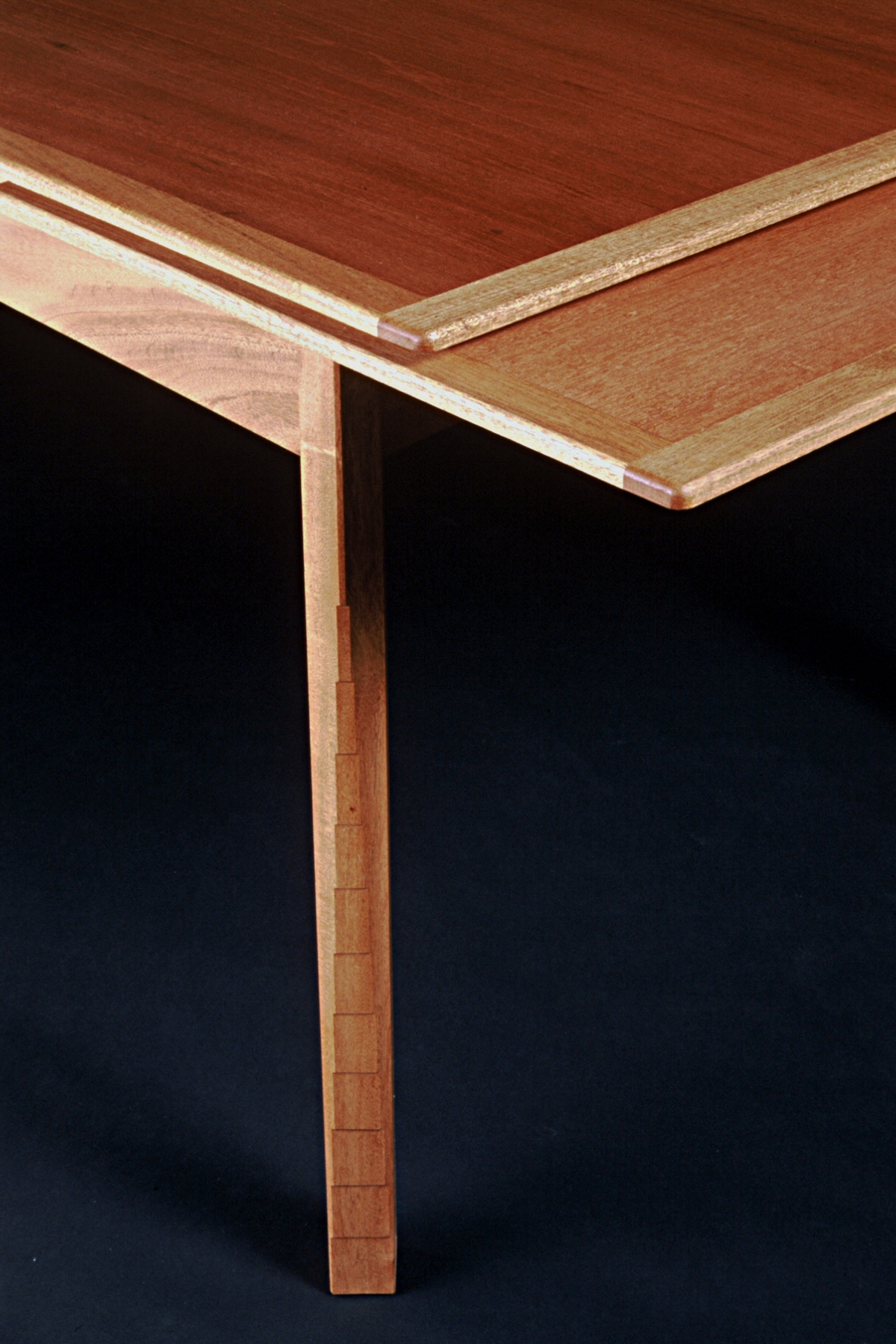 Dining Table detail