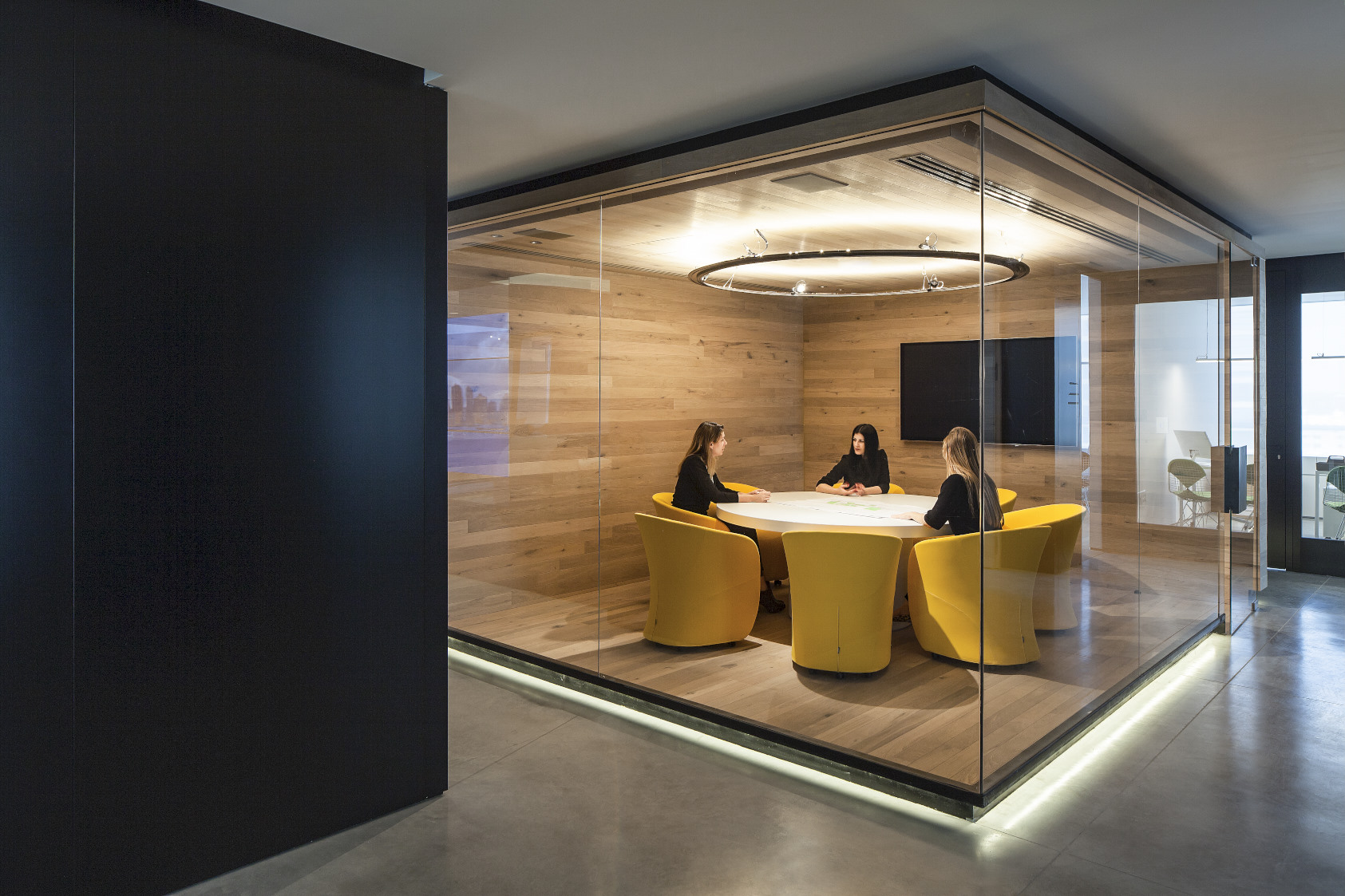 Meeting room. Herzliya, Israel. Architecture by Orly Shrem Architects.