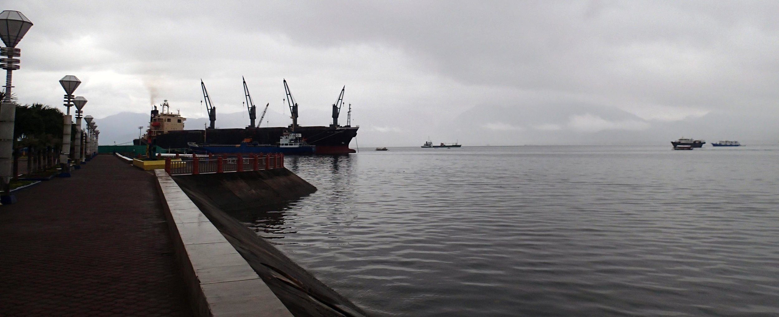 gloomy day on the bay.jpg