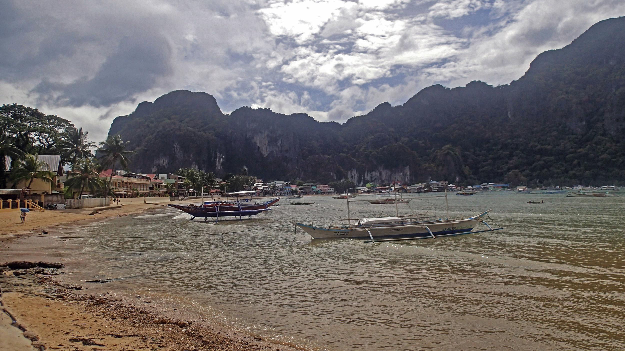 first stroll around El Nido.jpg