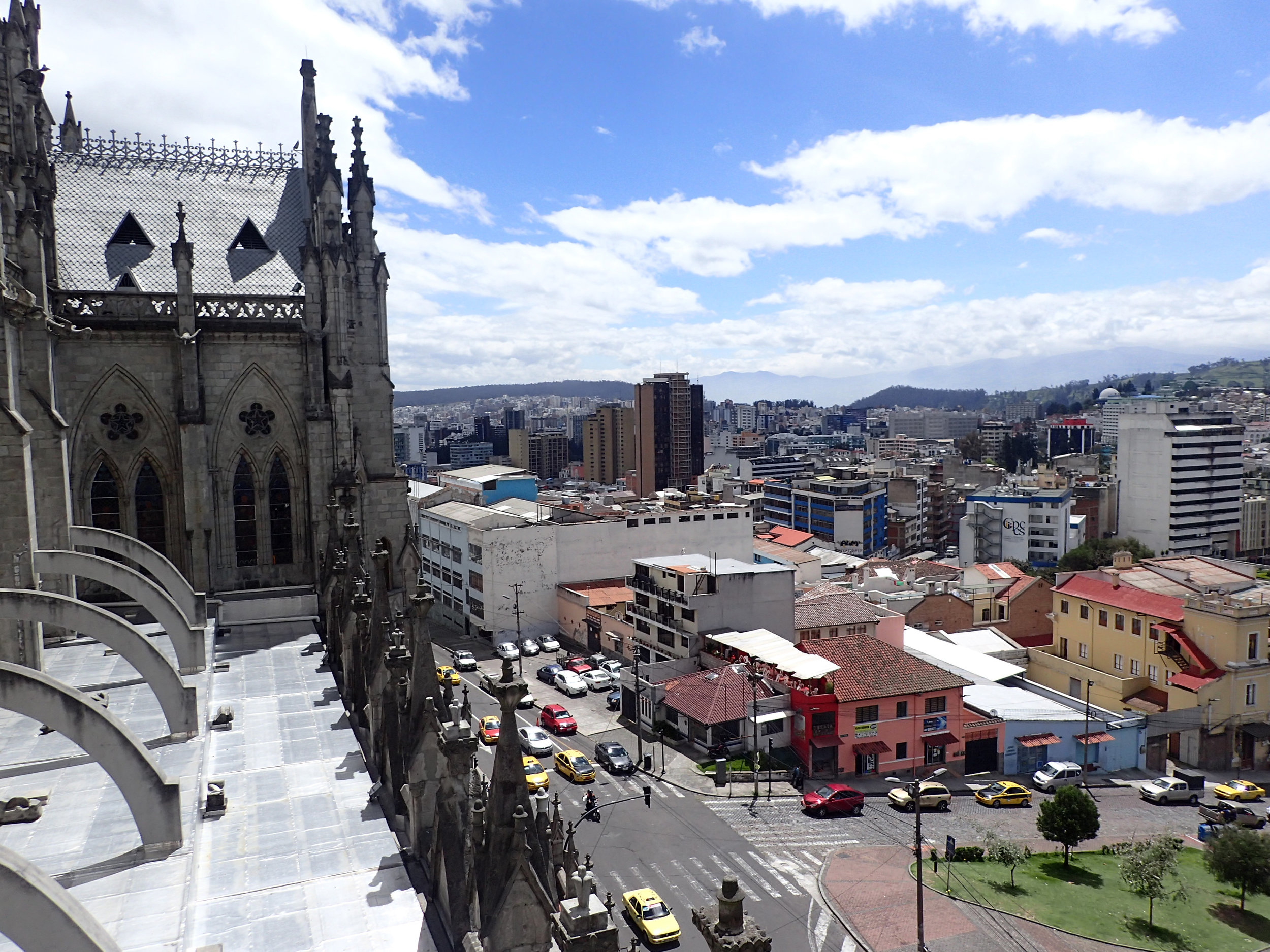 Quito from the Basilica.jpg