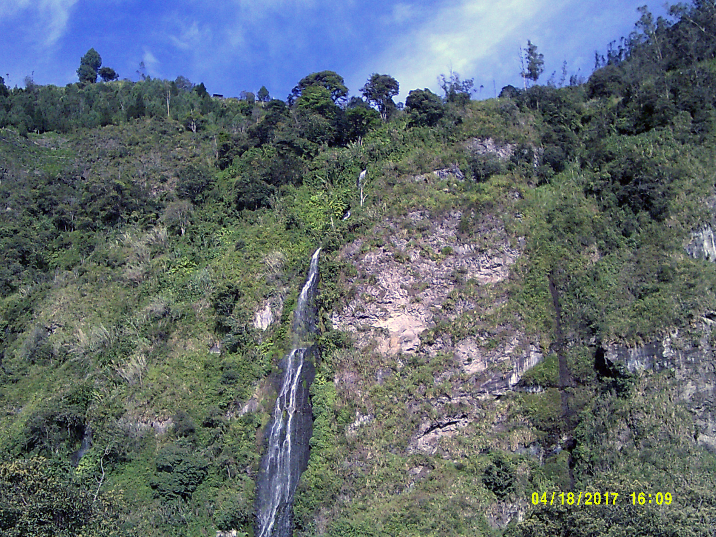 Banos waterfall from Hostal Chimenea.jpg