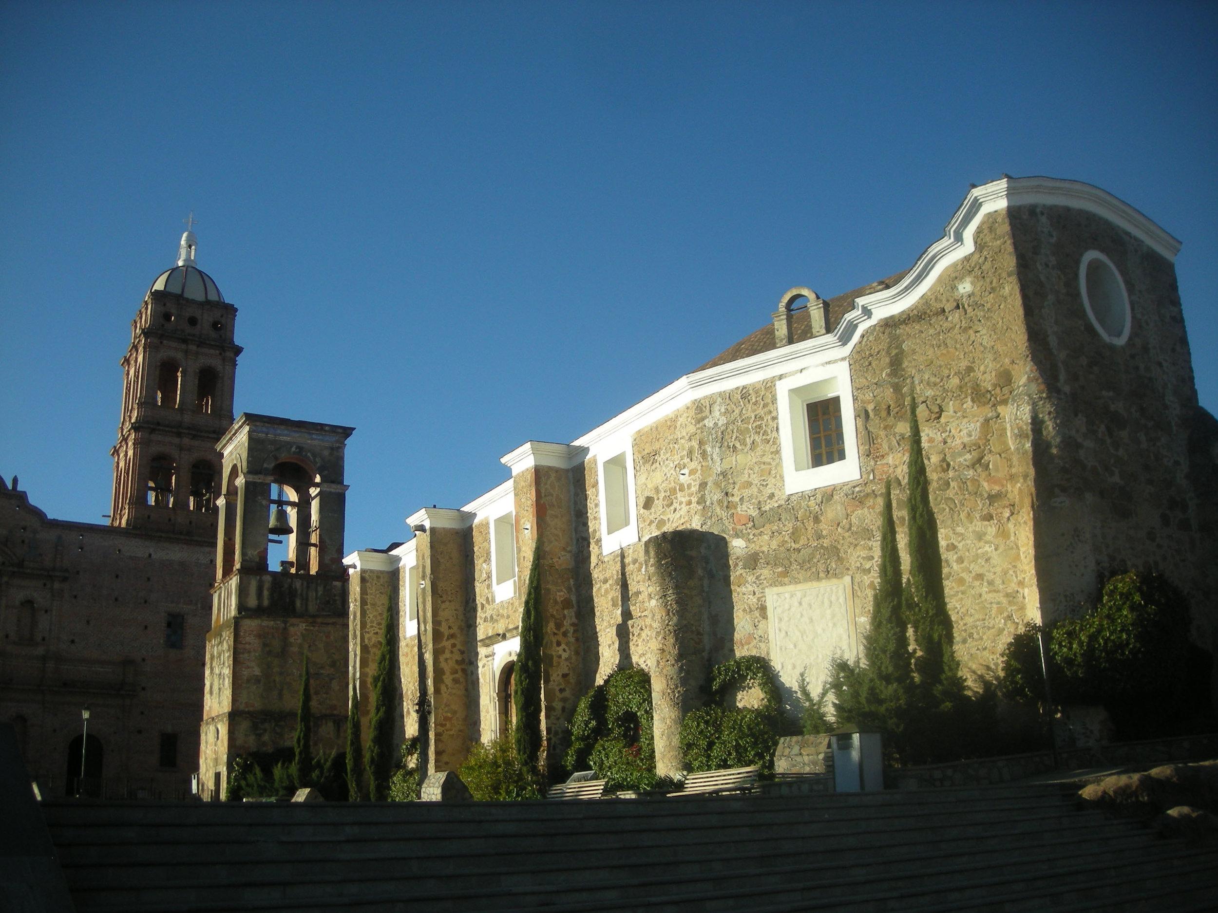 Tapalpa plaza iglesias.jpg