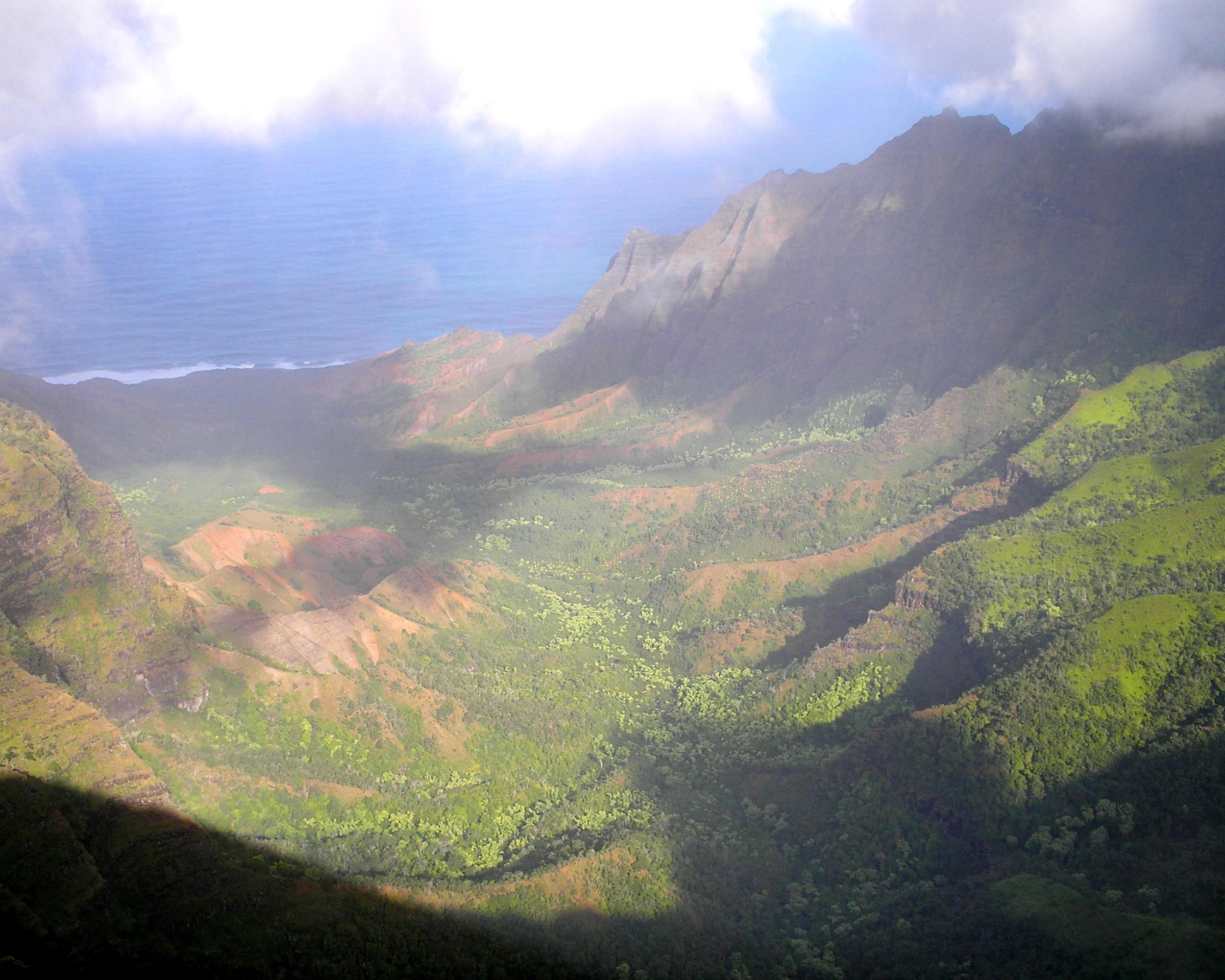 cloudy kalalau valley.JPG