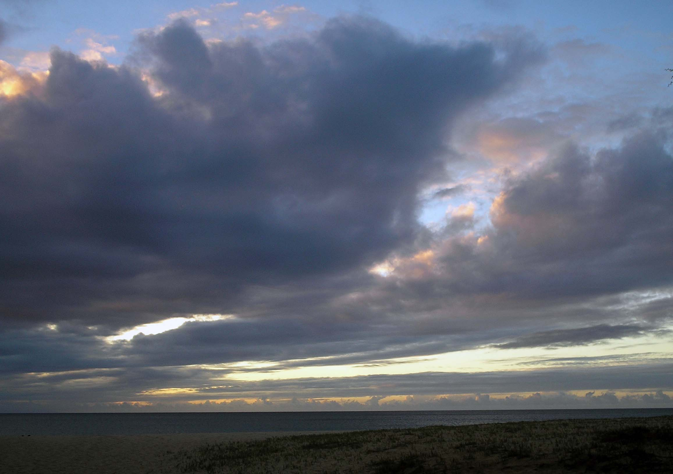 papohaku clouds.jpg