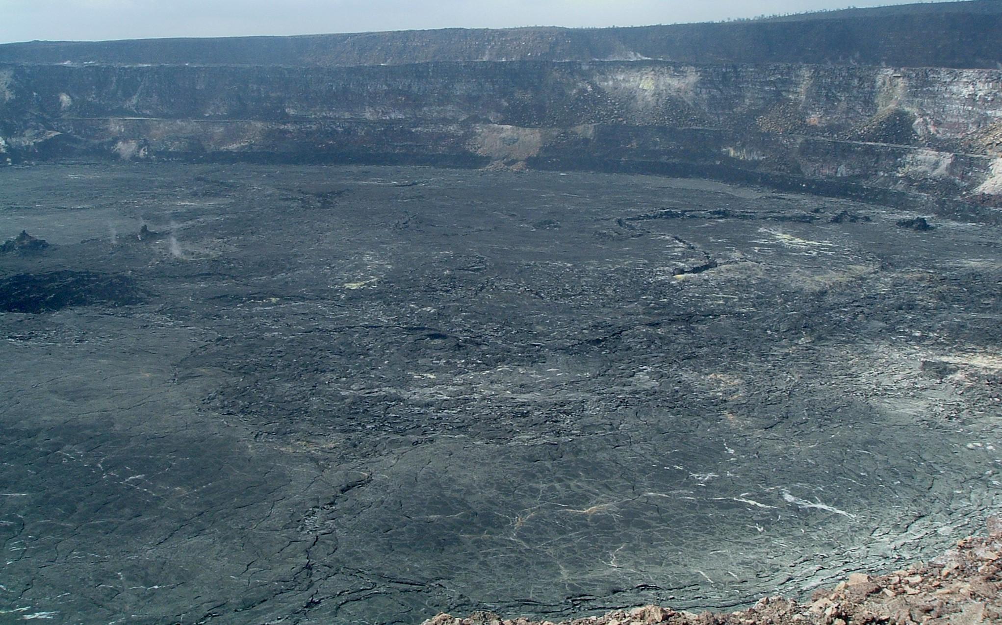 halemaumau crater 2.JPG