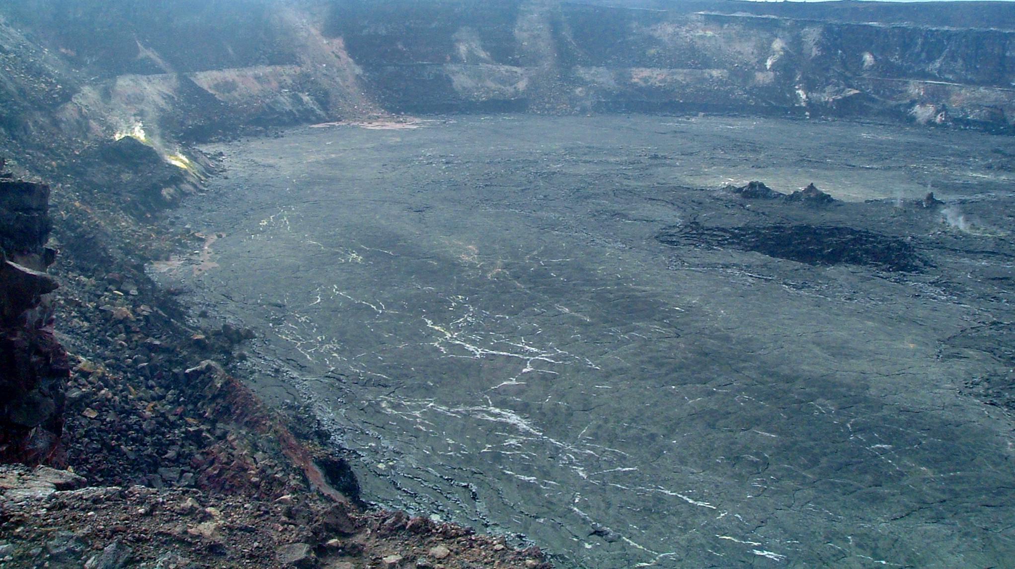 halemaumau crater.JPG