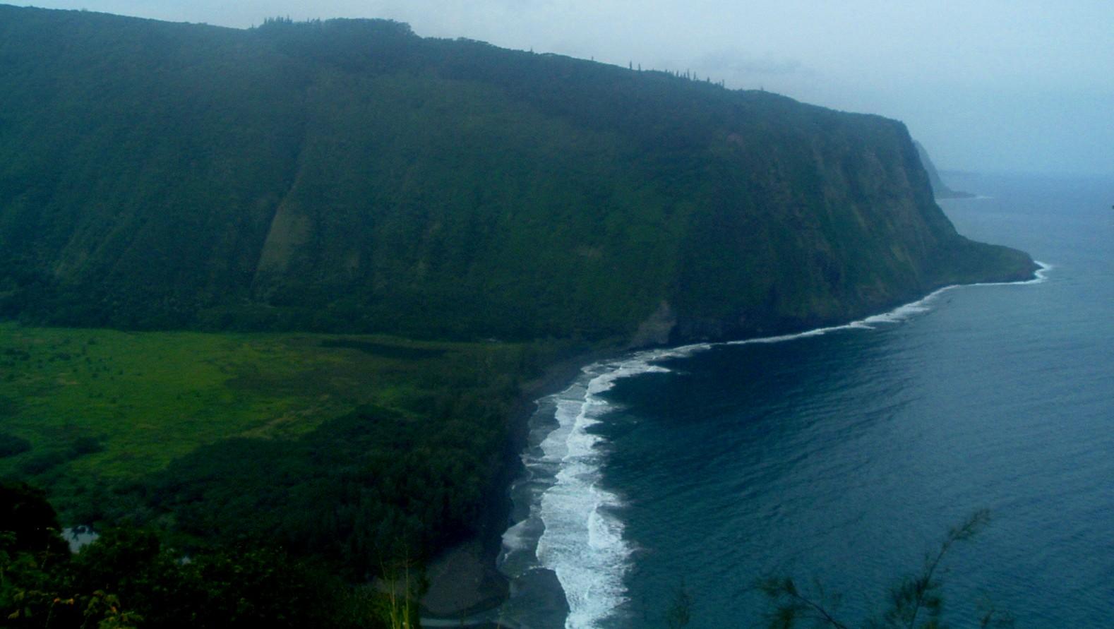 waipio valley from overlook.JPG