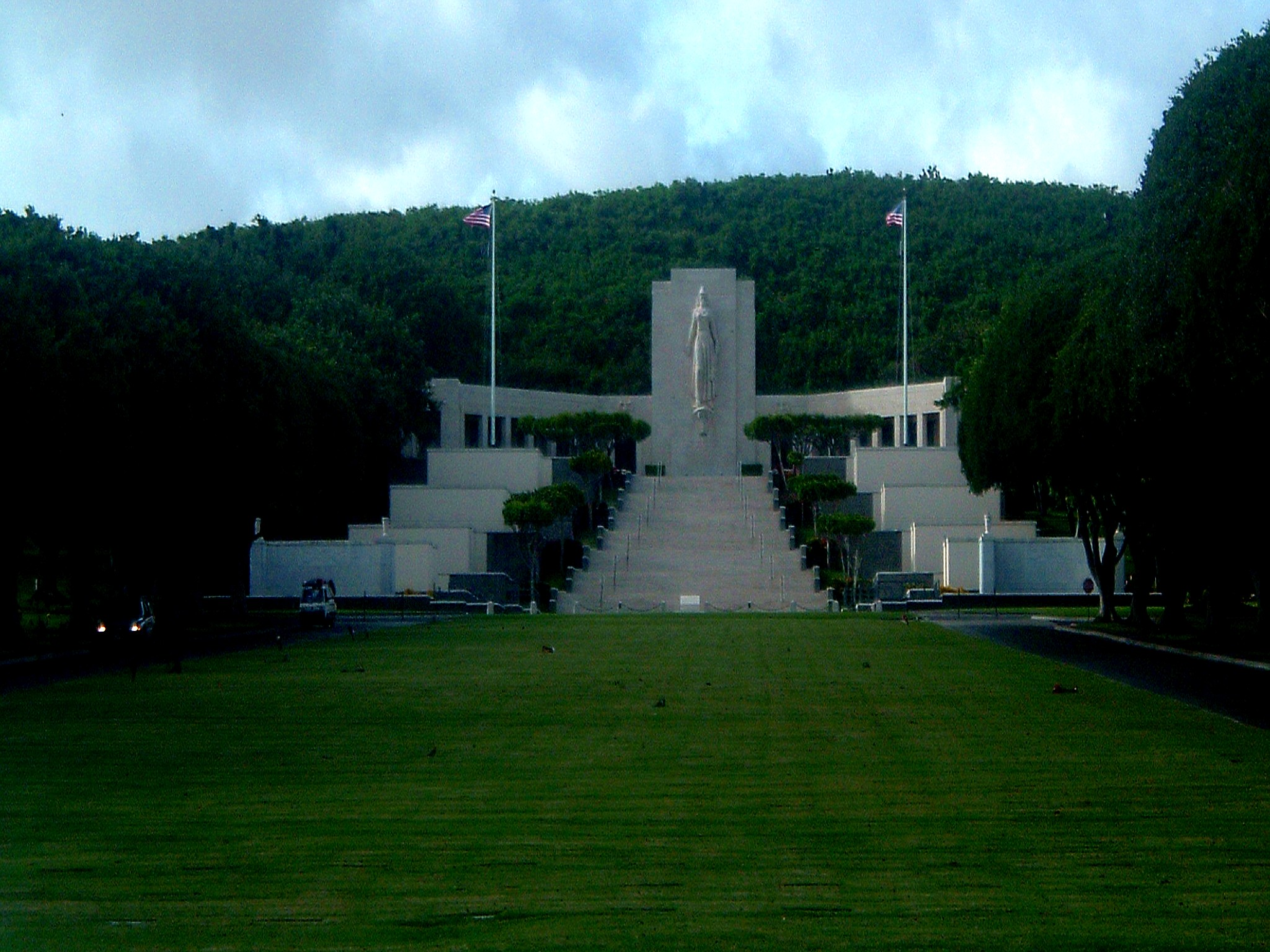 national cemetary of the pacific.JPG