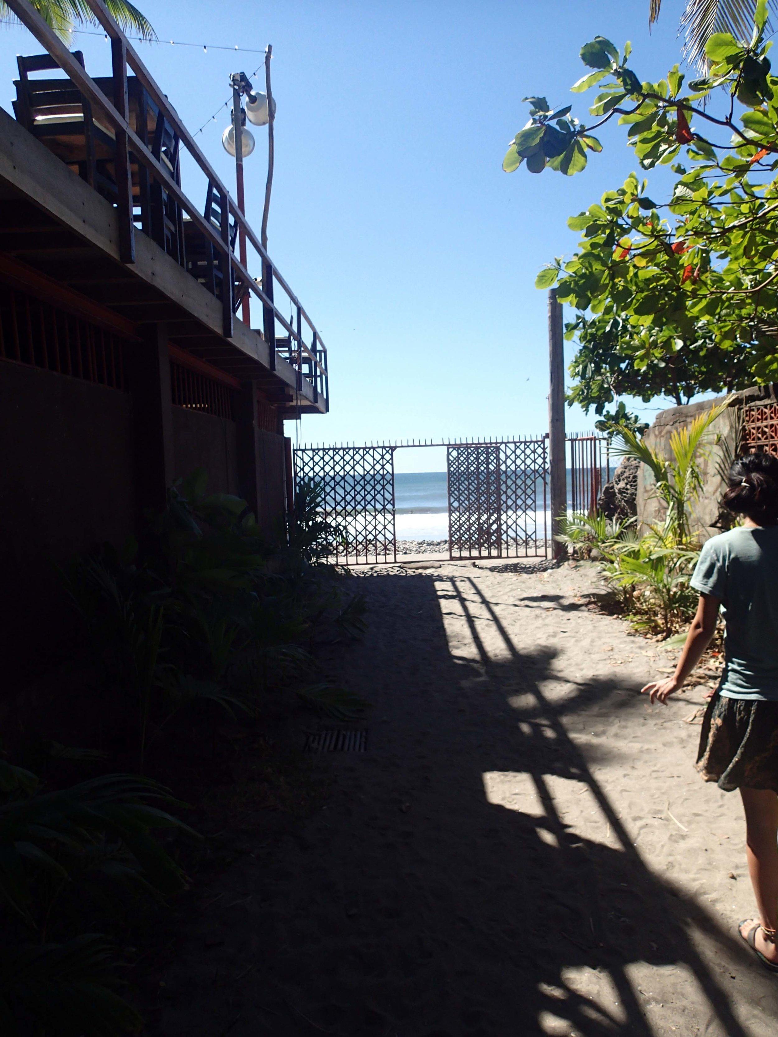 walk to the beach from Mopelia.jpg