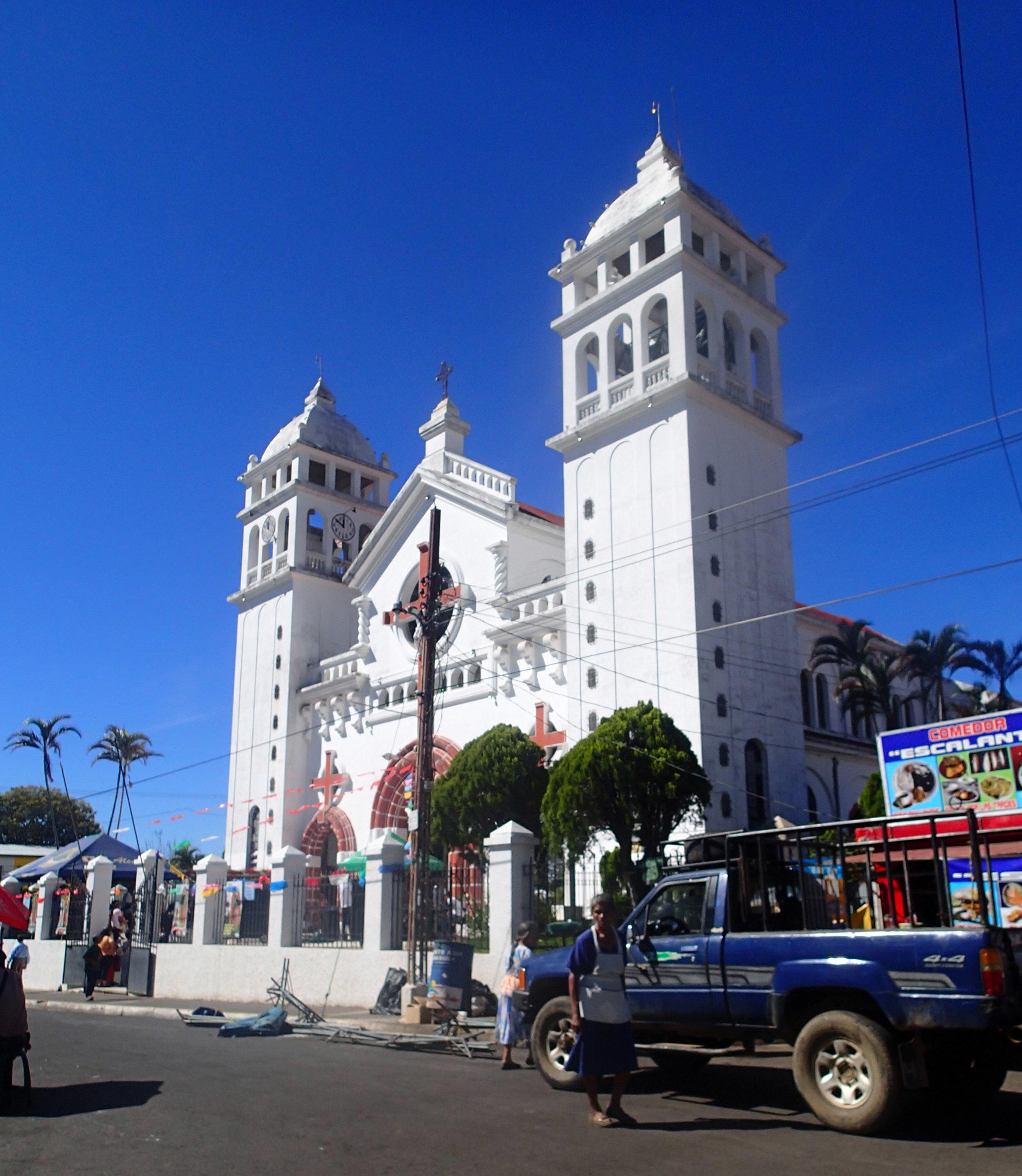 Juayua cathedral 12-12-14.jpg