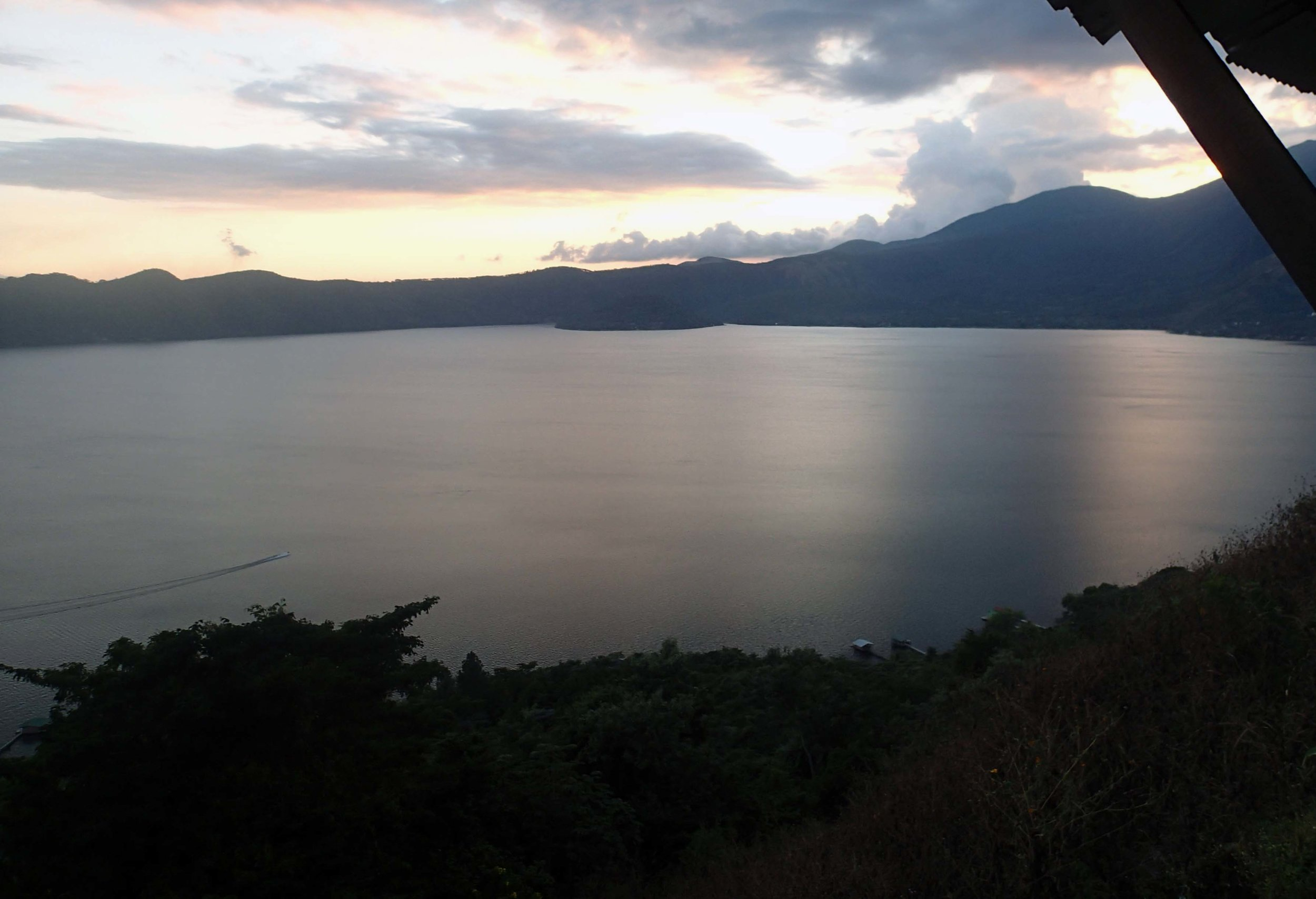 second sunset at Coatepeque.jpg