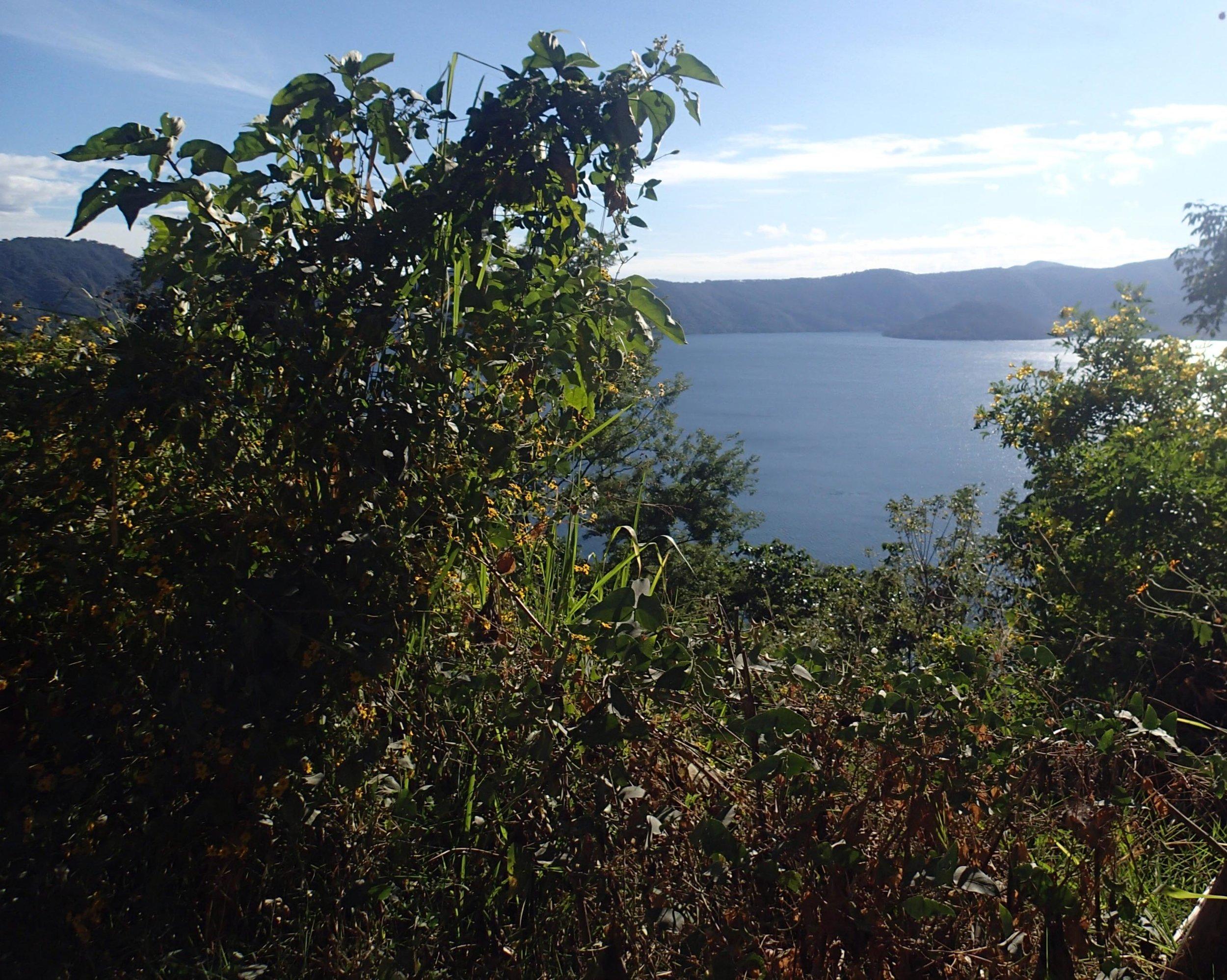 Lago de Coatepeque.jpg