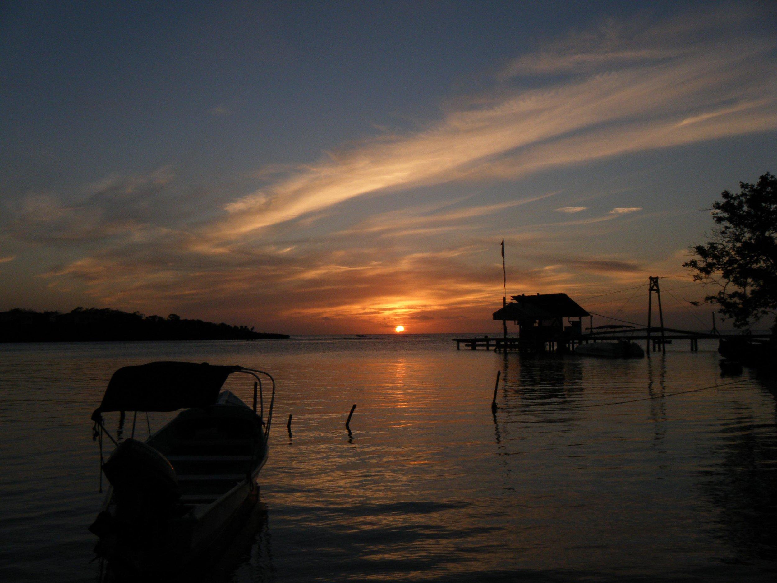Roatan sunset 1-2-11.jpg